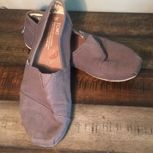 Men's Toms size 9